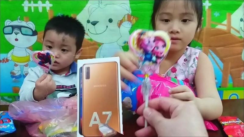 Bật mí món quà bí mật Bác Thế tặng cho Gia Linh và em Cò chiếc điện thoại Samsung Galaxy A7