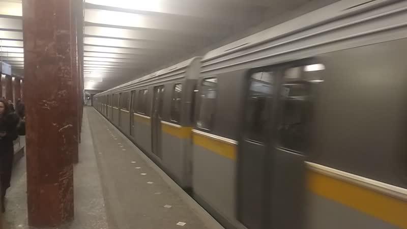 Состав из вагонов типа 81-720721 Яуза на станции Каховская 30.01.2019