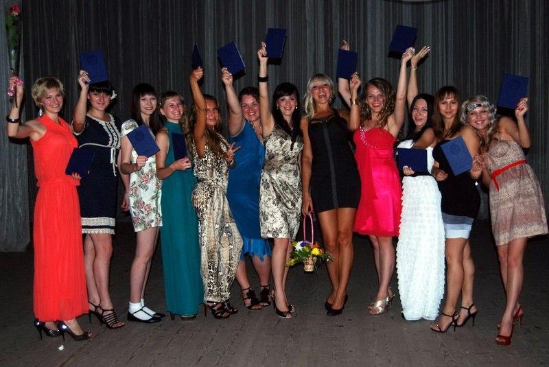 Платья на выпускной в колледже
