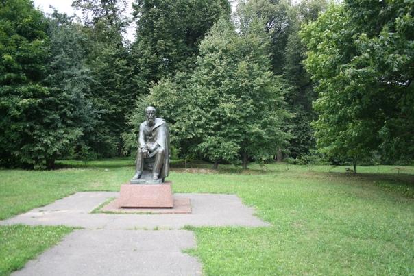 Памятник горбатому поставлен в 1993 году.