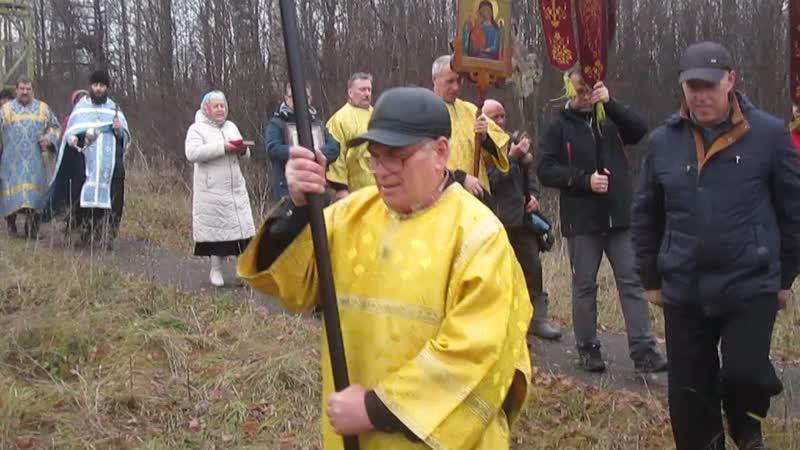 Крестный ход в Петровске в день празднования Казанской иконы Божией Матери. У поклонного креста.