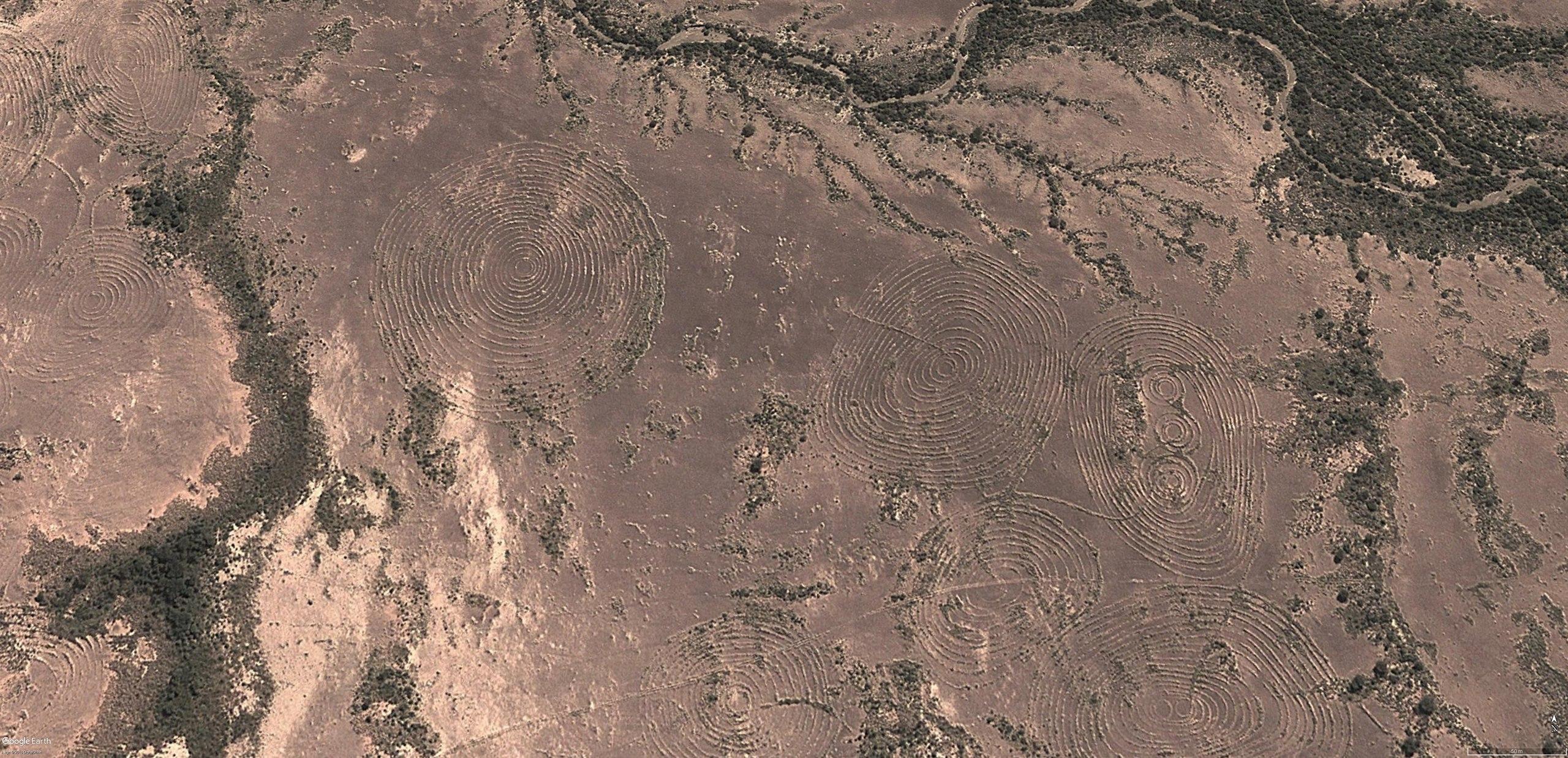 Намибия геоглифы круги мегалиты менгиры Африка