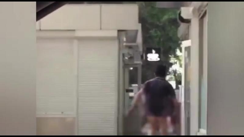 Голый мужчина на улицах Сочи
