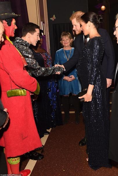 Герцог и Герцогиня Сассекские В минувшую среду герцогиня Сассекская почти не исчезала из поля зрения фотографов. Днем Меган Маркл посетила организацию The Mayhew, которая занимается защитой