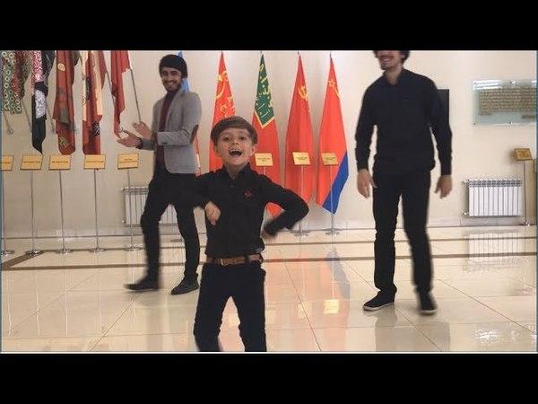 Малыш Танцует 2018 Отличная Азербайджанская Лезгинка