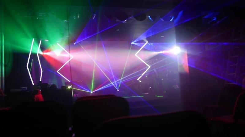 Готовимся к празднику. Проверка лазерного фона оформления сцены.