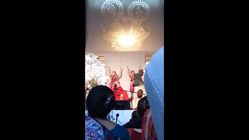 Sacinandana Swami - kirtan - Sadhu Sanga 2014