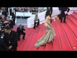 Aishwarya Rai Bachchan - Day 2 Cannes Red Carpet Walk 2014