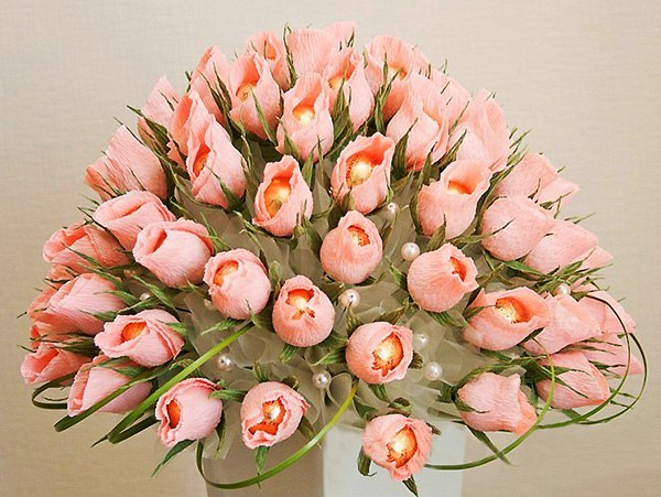 Тюльпаны из конфет.