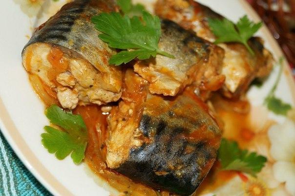 Рецепт скумбрии, тушеной с морковью и луком.