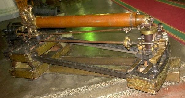 Паровая пушка.  Леонардо да Винчи первым предложил идею пушки, которая будут выстреливать снаряды, ис.