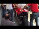 Engine start Ducati Desmosedici MotoGp Troy Bayliss