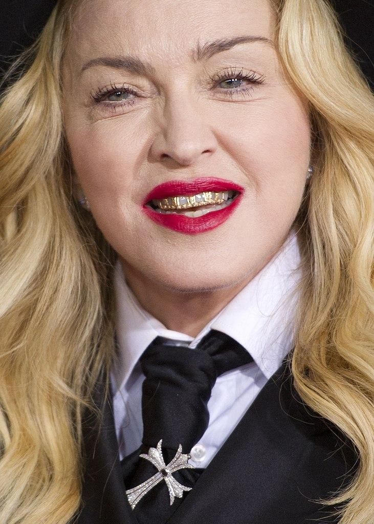 Старушка Мадонна на Grammy Awards 2014