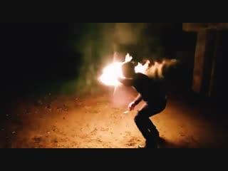 Парень из Каневской выполняет трюк с огнем!
