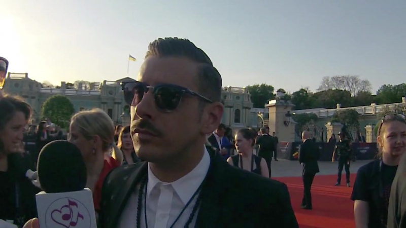 Francesco Gabbani (Italia) - Intervista sul tappeto rosso ¦ Eurovision 2017 (polskie napisy)