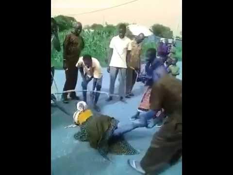 Ещё одна публичная порка в Африке на глазах толпы включая даже детей A video of an African woman being lashed for sleeping with her friend's hubby