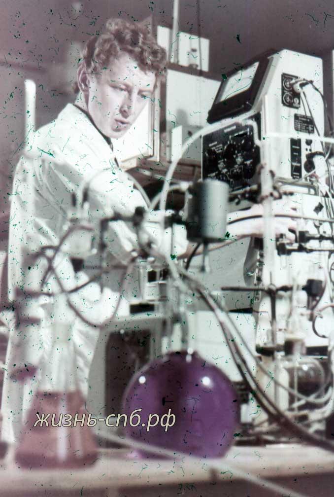 Эстонская ССР. г. Tарту. В химической лаборатории университета.