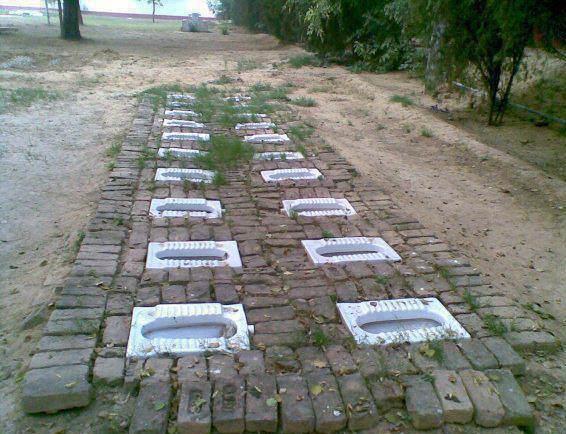 Общественные туалеты в Индии.