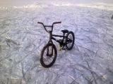Зимой по льду на BMX