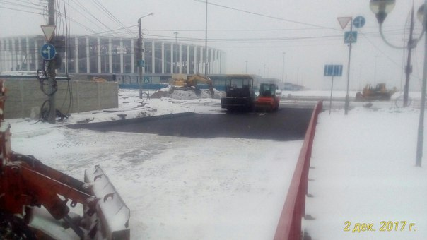 XOKV-SmPEfU В Нижнем Новгороде кладут асфальт поверх снега - Zercalo.org