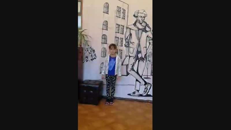 На фоне Пушкина( читает ученица 1 класса Попова Вика)