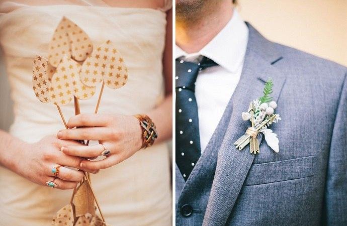 букет невесты и бутоньерка жениха со стрелами амура