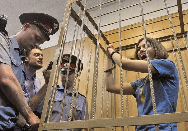 Участнице панк-группы Pussy Riot Надежде Толоконниковой отказано в УДО