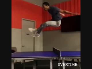 Прыжок через теннисный стол
