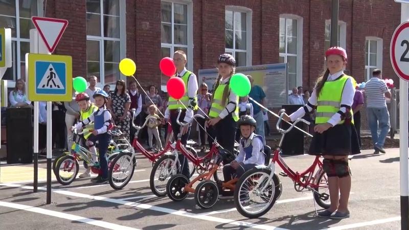 За руль со школьной скамьи в округе открыли первый детский автогородок