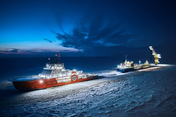 Ледокол «Александр Санников» в арктической ночи