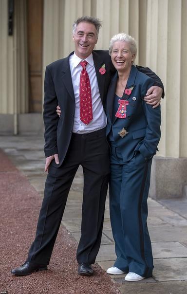 Эмма Томпсон стала дамой и заставила краснеть принца Уильяма