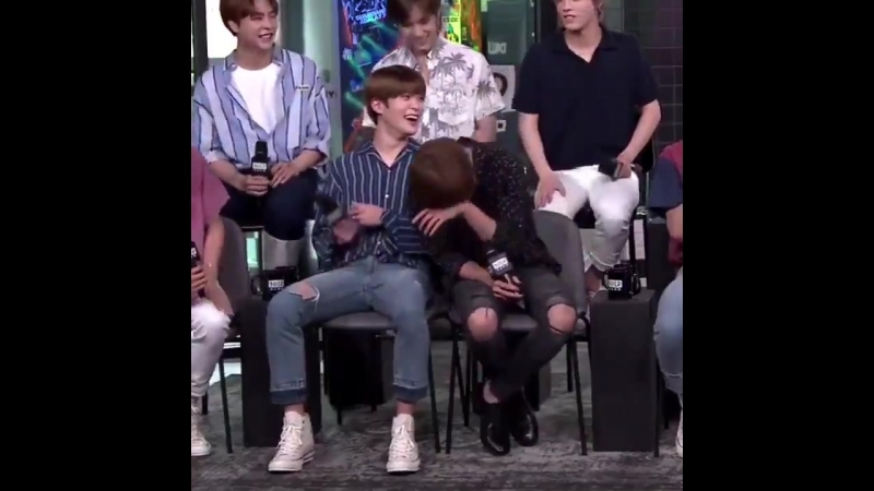Taeyong leaning on Jaehyun when he was laughing