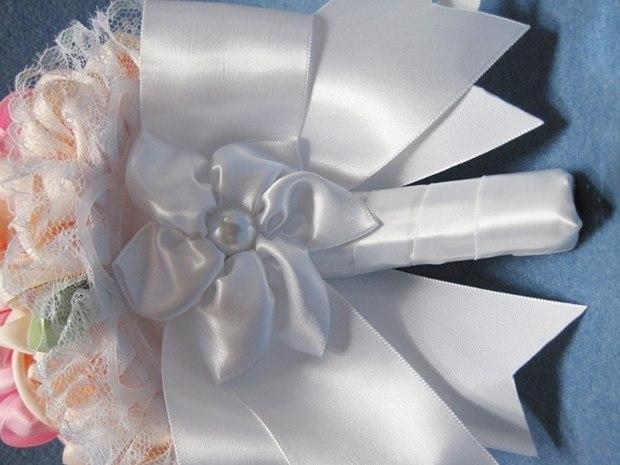 Видео как сделать букет невесты из атласных лент
