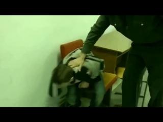 Злой школьник в отделение полиции.mp4