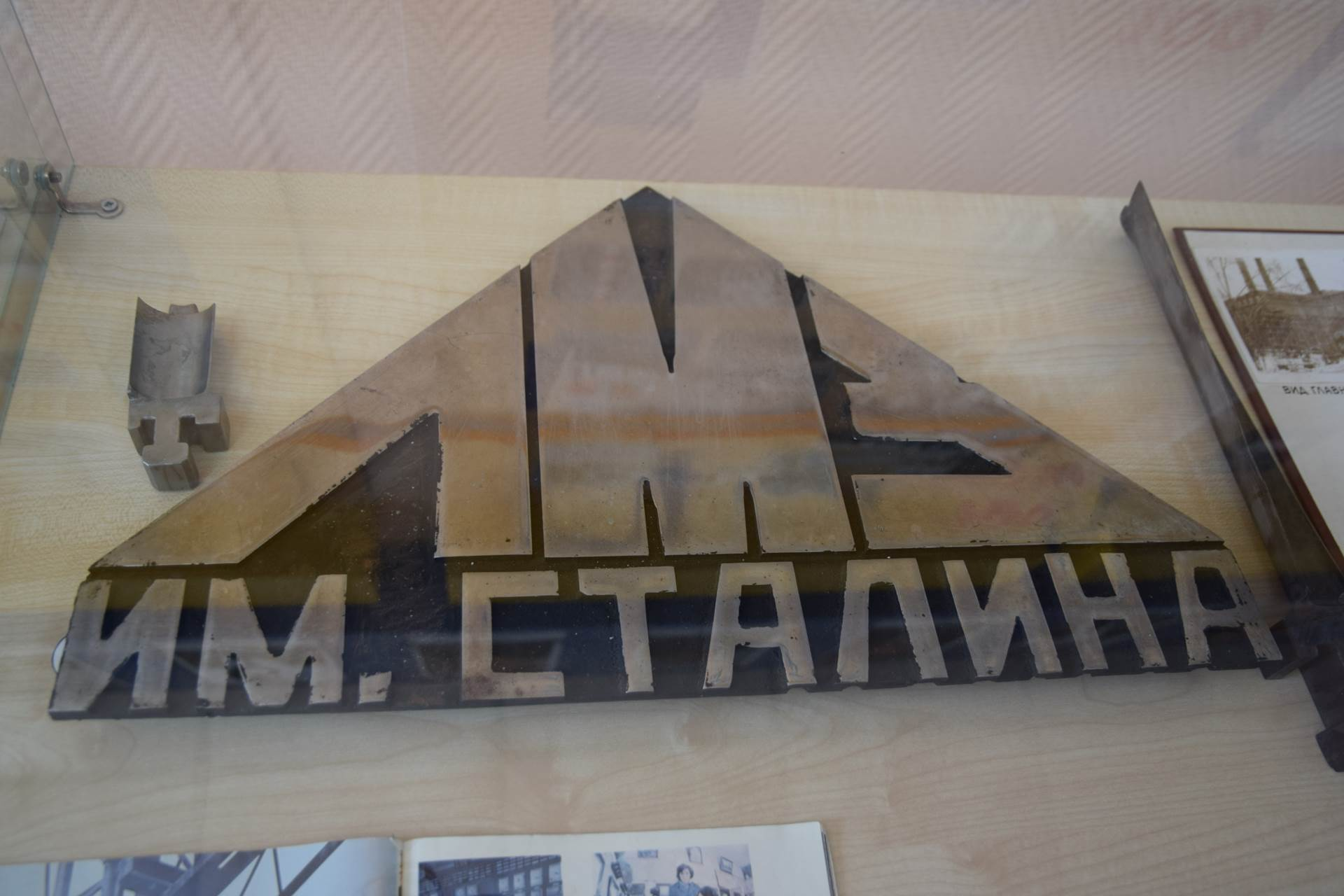 Табличка с первой турбины Красноярской ТЭЦ-1