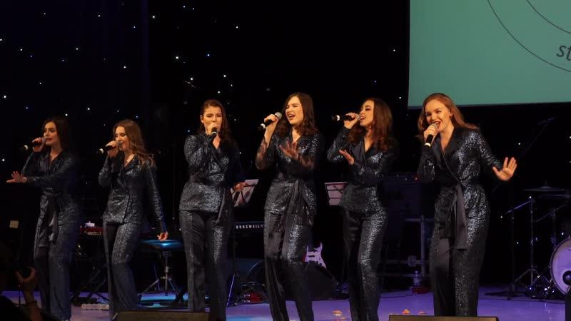 Участницы ансамбля Elens group - финалисты первого вокального конкурса СтранаПой