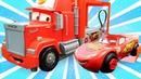 McQueen hace una verificación de diagnóstico Coches de juguetes Play Time