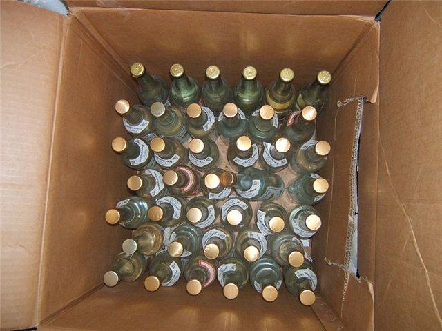 В Таганроге полицейские и ОМОН задержали «Волгу» с 140 литрами нелегального алкоголя