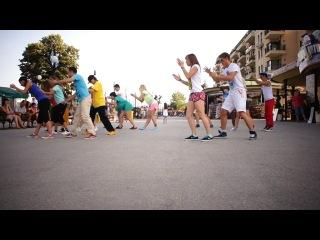 Танцевальный флешмоб под дабстеп в Болгарии (школа Дракона)