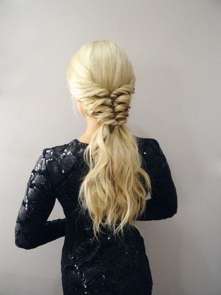 Простая и оригинальная прическа для длинных волос