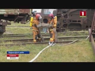 Каманды будучых ратавальнікаў з Масквы і Санкт-Пецярбурга адпрацоўваюць навыкі па тушэнні пажараў