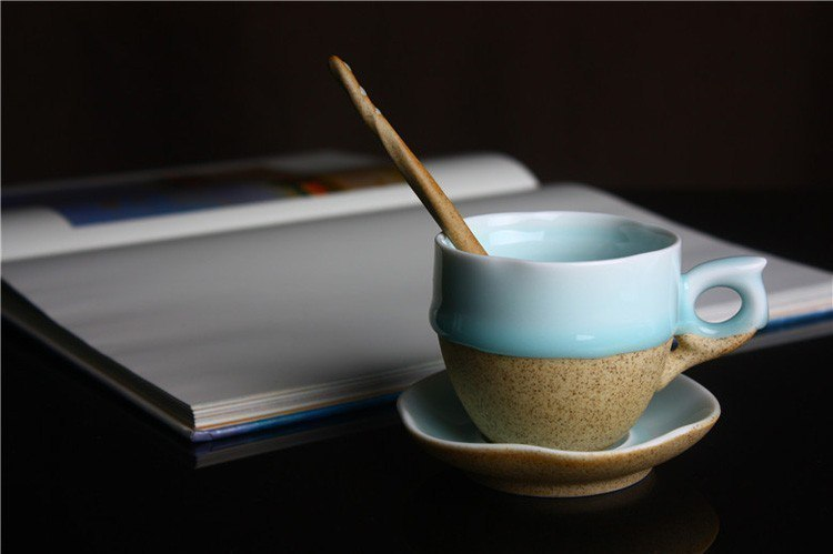 Милый комплект Чашка с блюдцем и ложечкой -