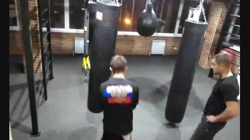 Бокс Клуб Единоборств Элефант Жарких М работа на снарядах тренер Березкин Д А