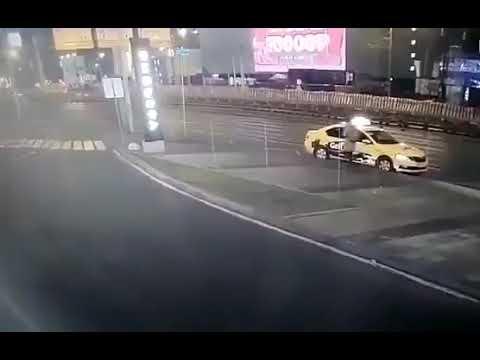 В Москве отлетевшим колесом грузовика убило девушку пешехода