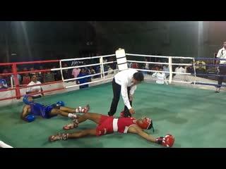 Двойной нокаут в любительском боксе в индии.