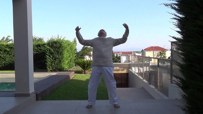 Короткая гимнастика для хорошего самочувствия и заряженности энергией на целый день.