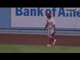 Herreras amazing diving grab © MLB.com