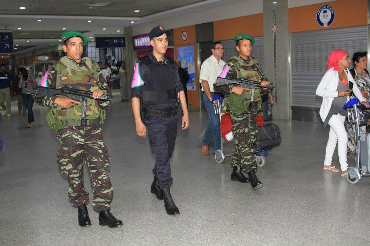 Photos de nos soldats et des Bases Marocaines - Page 2 LQblt08Rjrc