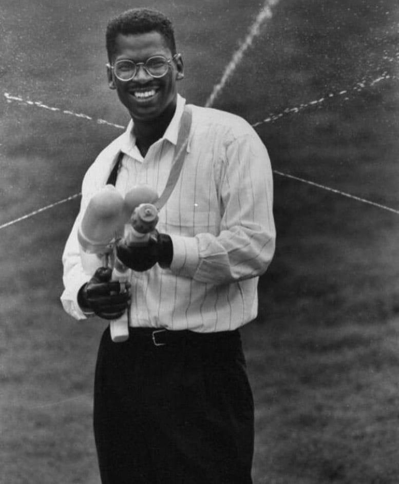 На фото Лонни Джонсон, который изобрёл водный...