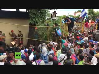 Guatemala- tausende migranten stürmen guatemala-mexiko-grenze auf dem weg in die usa